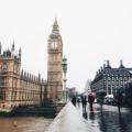 留學英國費用:英國政府擬降低大學學費