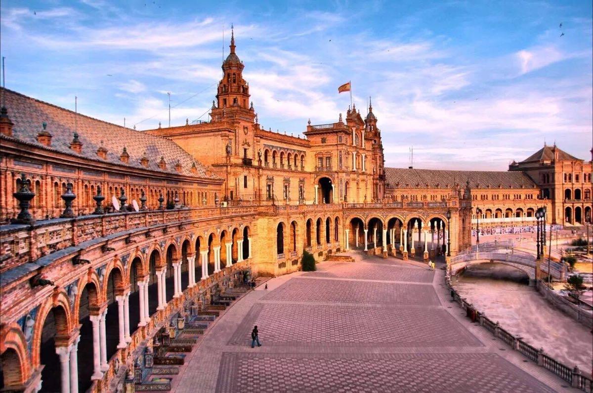 西班牙签证中心猫腻多,拿300块钱就不用排队直接办理